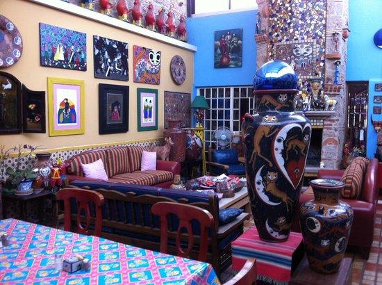 Casa de Las Flores: Arte mexicano por doquier
