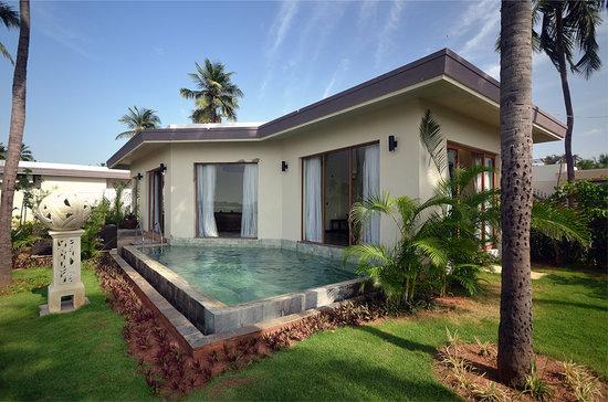 plunge pool (villa)