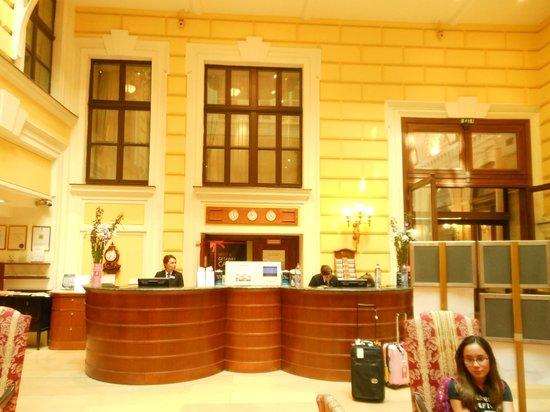 Radisson Blu Palais Hotel, Vienna : Front desk