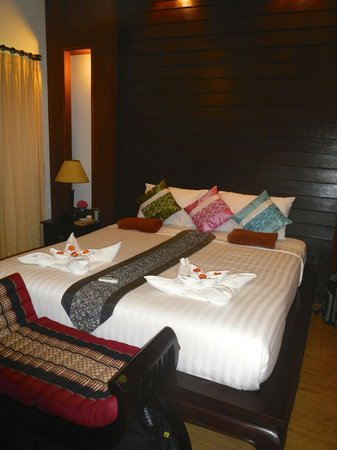 The Lamuna: Our beautifully decorated Bed