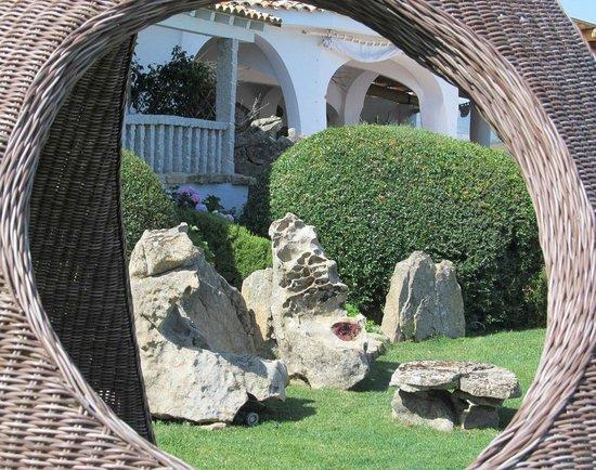 Hotel S'Astore: scorcio dal giardino...