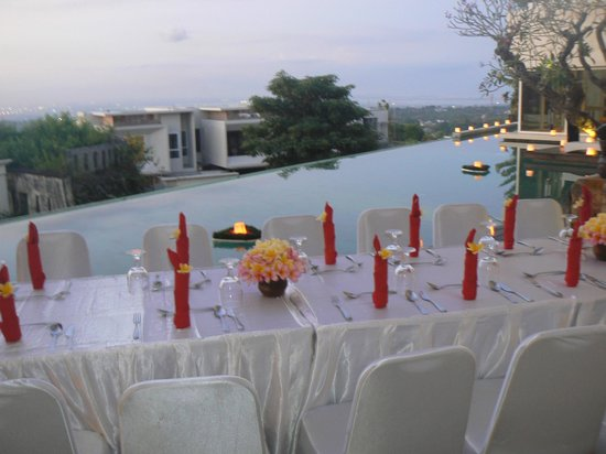 Tigadis Villa: Dinner by the pool