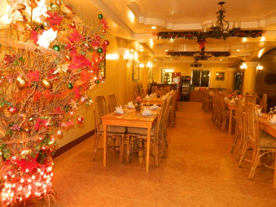 Mt. Tapyas Hotel: Dining area on the ground floor.