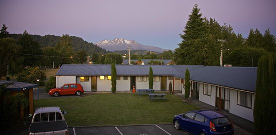 Ohakune Court Motel: Views from our 'Mountain View studios'