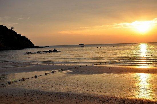 เลอ วิมาน คอทเทจ แอนด์ สปา: sundown