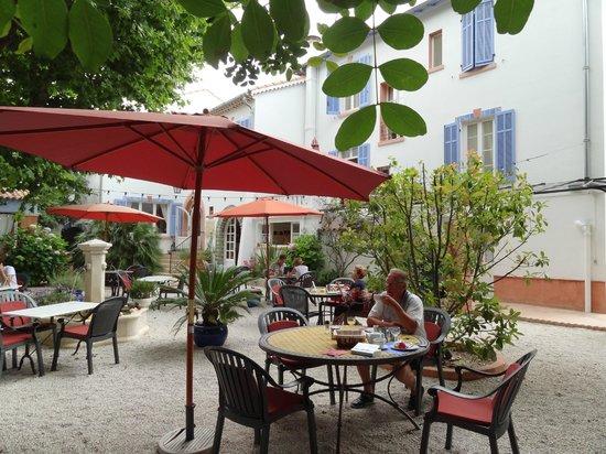 Hotel Villa Provencale: relaxen in de tuin, ontbijten en dineren