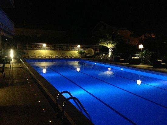 Hotel Palace : Piscina di notte