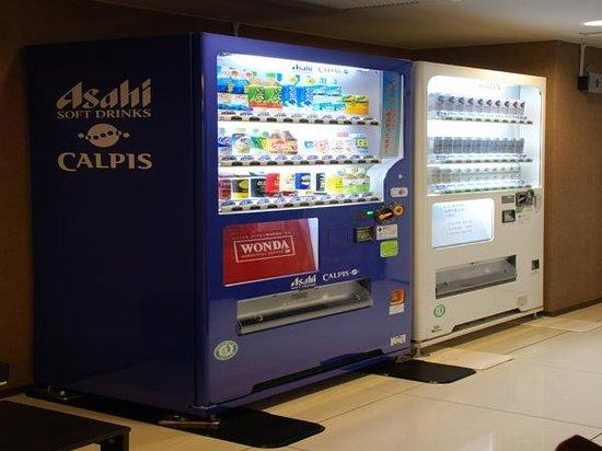 Hotel Naniwa: Vending machine
