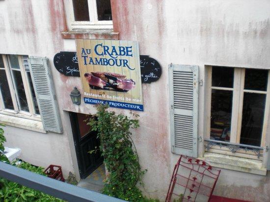 Au Crabe Tambour : Restaurant von hinten vom Wehrgang