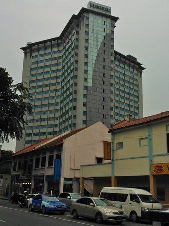 PARKROYAL on Kitchener Road: the Hotel as seen from Serangoon Road