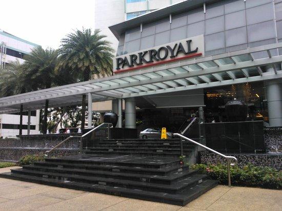 PARKROYAL on Kitchener Road: the Entrance