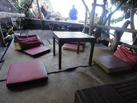 Samui Rock Bar : comfy cushions