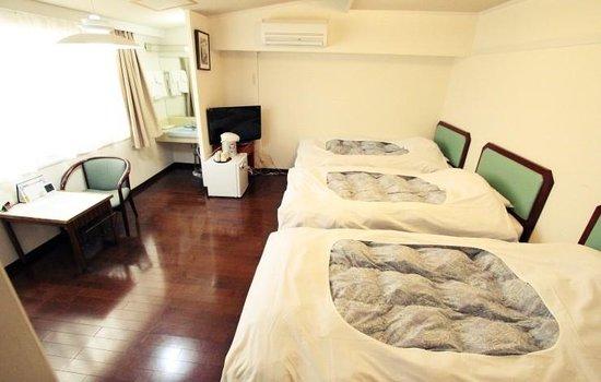 Hotel Naniwa : Triple room
