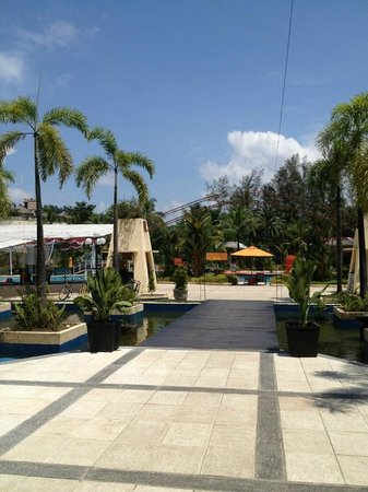 HARRIS Resort Batam Waterfront: Near the pool area