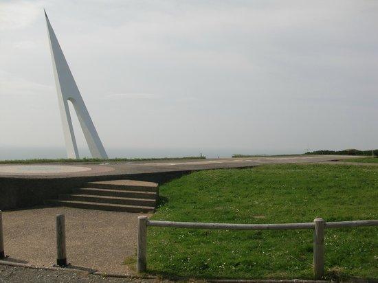 Espace Art contemporain : monumento Nungesser e Coli