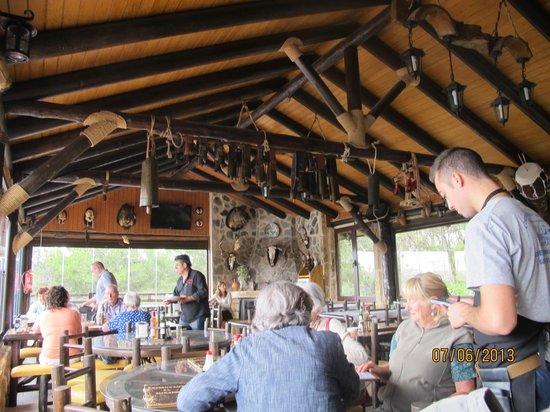 Restaurante El Mirador: The refurbished main eating area