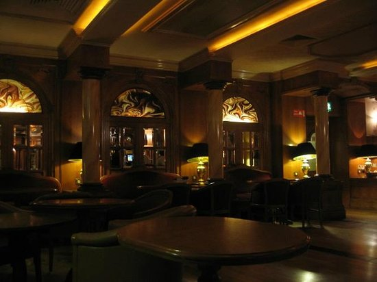 Ardboyne Hotel: Interesting function room decor