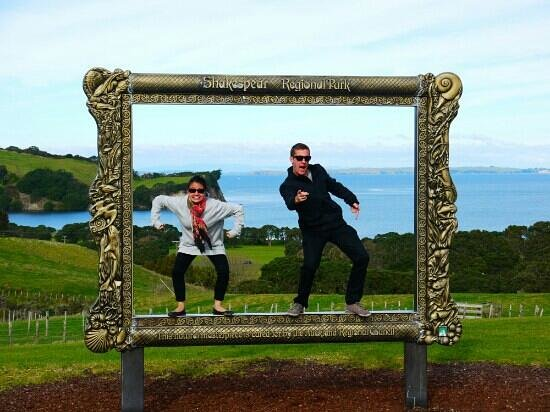 Whangaparaoa, Yeni Zelanda: The giant photo frame is great for some creative pictures