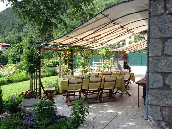 La Pierre Bleue : Fantastic patio for meals