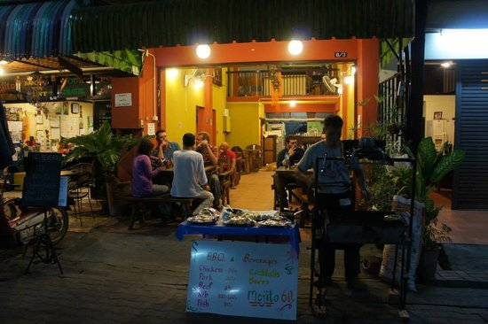 Chang Noi Coffee & Guwashi Bar