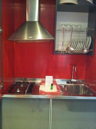 Residence Altomare : zona cottura ben pulita ed attrezzata