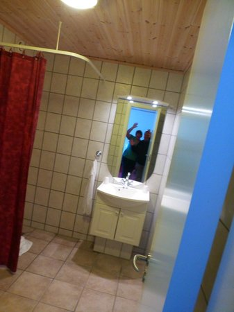 badkamer wij - Picture of Klaksvik Hotel, Klaksvik - TripAdvisor