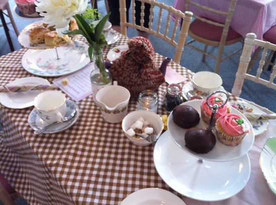 Serendipity Tea & Trinkets: Table Decorations at the Vintage fesitival