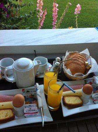 Haris Apartments: Frühstück