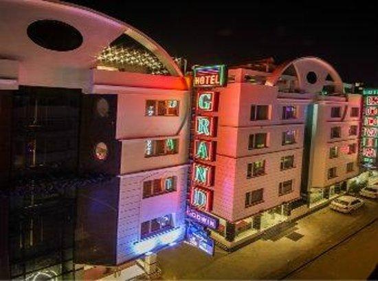 Grand Godwin Hotel: Night View of the Hotel