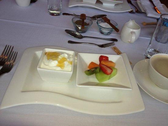 Sugar Hotel & Spa: The wonderful muesli, fruit n yoghurt breakkie