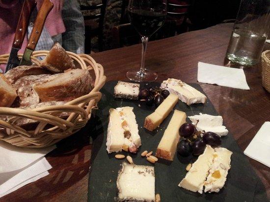 Le Rouge et Le Blanc: Beautiful cheese