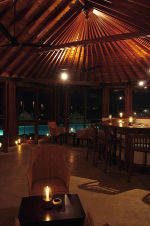 Lounge Bar at Saman Villas
