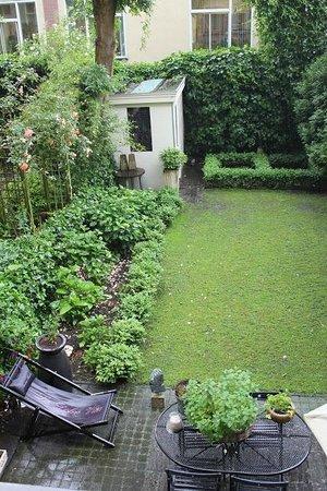 Vondel View B&B: Garden view