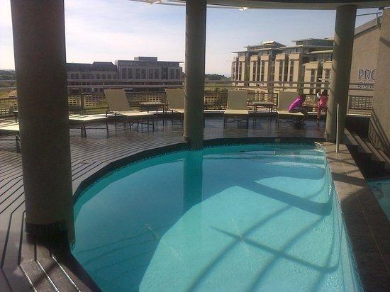 Protea Hotel Marriot Durban Umhlanga Ridge: hotel pool