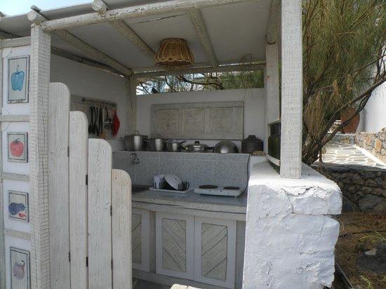 Villa Zografos: Communal kitchen area