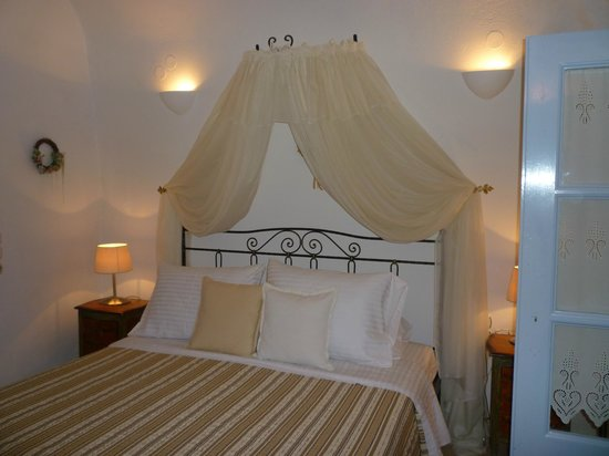 Lithies Traditional Homes: Bedroom