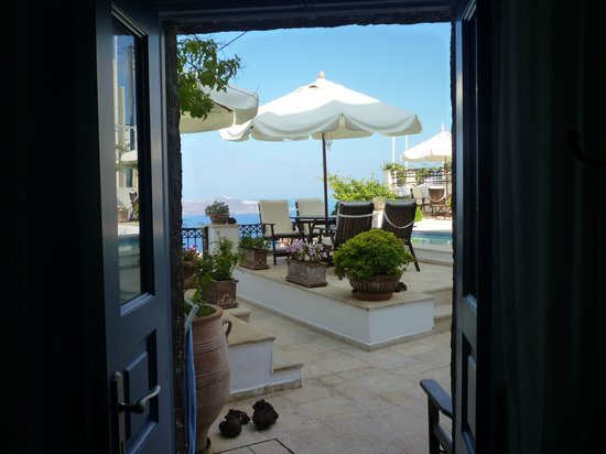 Lithies Traditional Homes: View through Eros front door