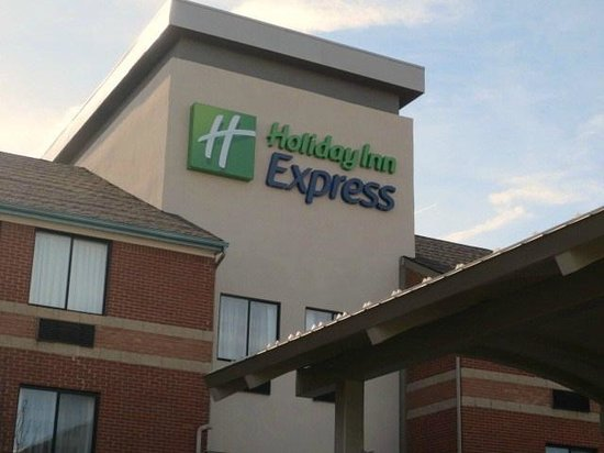 Holiday Inn Express Romulus / Detroit Airport: 外観
