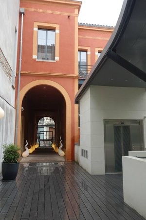 Privilege Appart-Hotel Clement Ader: From hotel looking back to the entrance