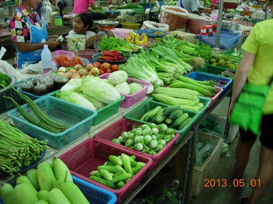 Smart Cook Thai Cookery School: Huge Market