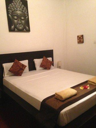 Tropical Bali Hotel: Chambre derrière l'acceuil