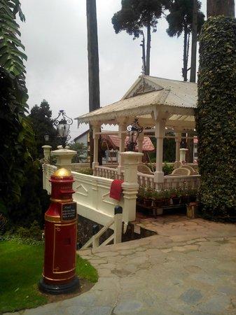 The Elgin, Darjeeling : hotel garden