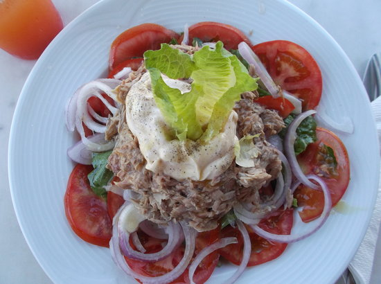 Silo Apartments: The famous tuna salads by Effie at the Pool Bar