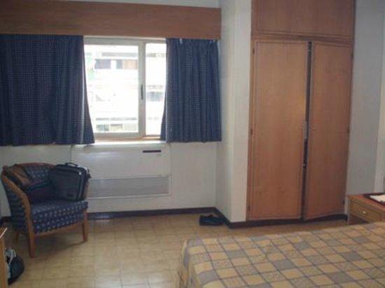 Tivoli Hotel: Inside the room 5
