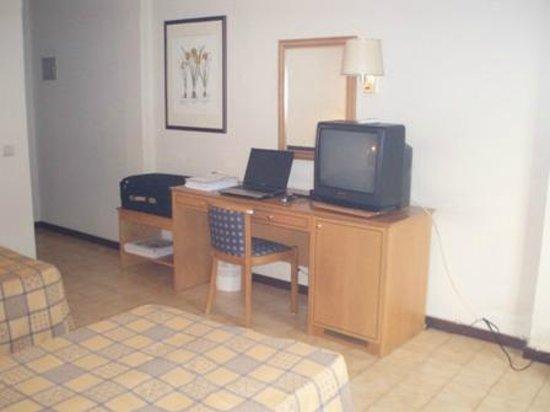 Tivoli Hotel: Inside the room 4