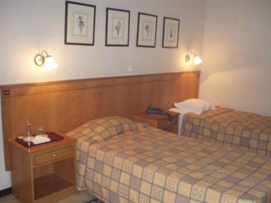 Tivoli Hotel: Inside the room 2