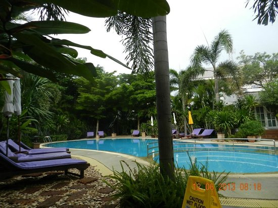Laksasubha Hua Hin : Pool inside the resort