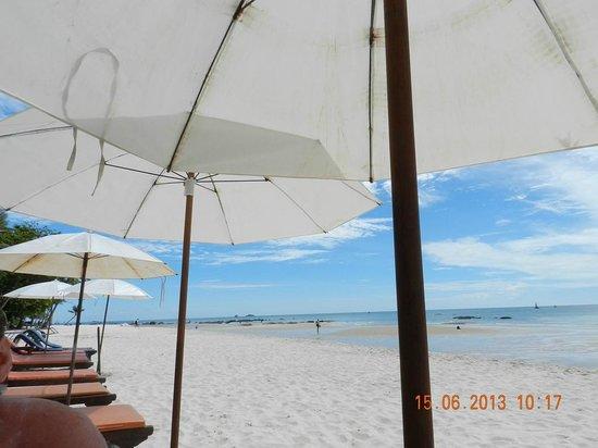 Laksasubha Hua Hin: the beach