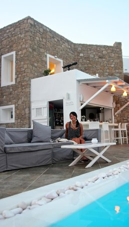 Rocabella Mykonos Art Hotel & SPA: Poolside bar / Lounge