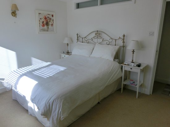 Magdalen House B&B : Our beautiful bedroom.
